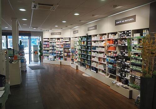 Pharmacie-Centrale-Lomme-interieur